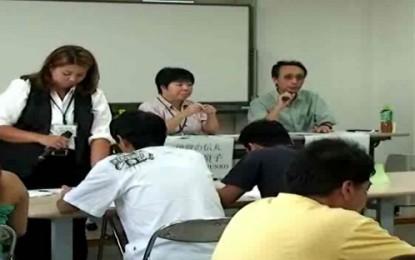 """La NPO Tsutamaru organizõ un seminario sobre la nuevas leyes de inmigración en Japón, que entrará en vigor a partir de Julio de 2012. Cambios como la extinción de la actual Shomeisho y la implementación del """" Zairyu Kado"""" o tarjeta de residente, se mencionan en el vídeo."""