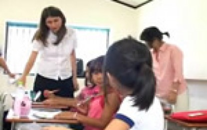 日本語教育の研修を受けているブラジルからの4人の研修生について 三重県は日本語教育などの知識を深めるため、ブラジルから4人の研修生を受け入れました。4人はいろいろな情報や知識を交換することができました。ブラジルの就職事情をよく分かっているこの4人に日本語とポルトガル語ができることの大切さについて聞きました。