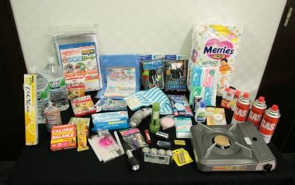 「防災講座」ビデオ ・23年3月30日「非常持ち出し品・備蓄品」のビデオ。災害が起こった時には、「自分の命は自分で守る」ことが基本です。そのためにも、避難する時に避難中に必要な物を持っていくための「非常持ち出し品」と、被災直後の生活に必要な「備蓄品」を、家で準備しておきましょう。
