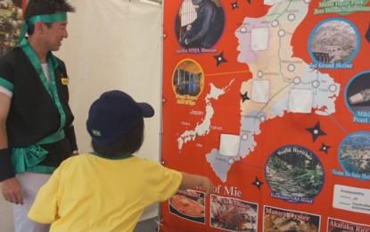名古屋市で開催された「名古屋ブラジルフェスタ」の多国籍の参加者に三重県の文化や観光をPRするブースを設けました
